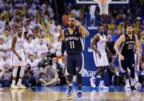 Mike Conley (center) has emerged as a leader in crucial situations for the Memphis Grizzlies. (Photo by Tony Gutierrez, Associated Press)
